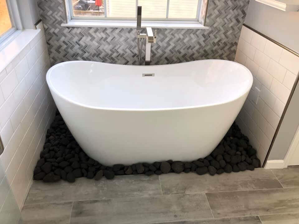 7th State Builders - Bathroom Remodel Tub